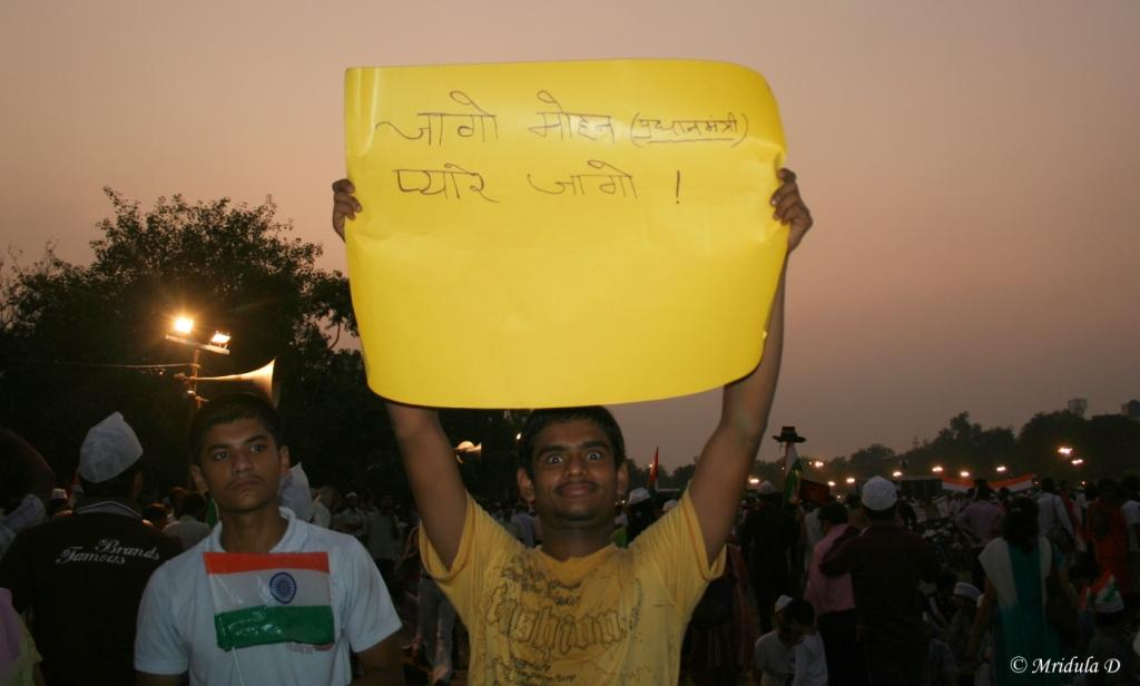 A Young Man Holding a Hindi Slogan at Ramlila Maidan