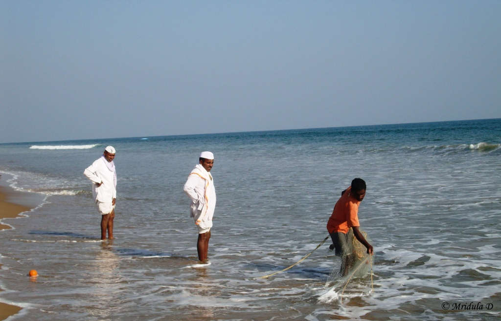 People at Chandrabhaga Beach, Odisha