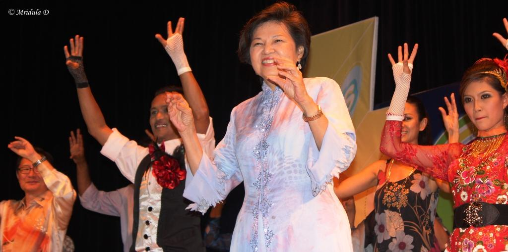Tourism Minister of Malaysia Dr Ng Yen Yen doing the Chicken Dance