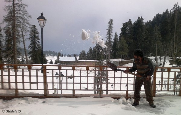 Shovling the Snow, The Khyber, Gulmarg
