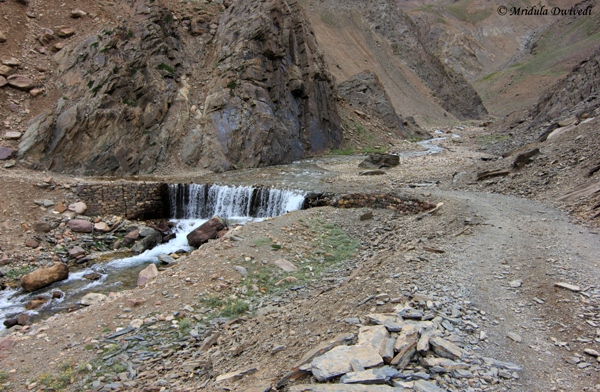 A Waterfall on the Road, Batal-Chandratal Road