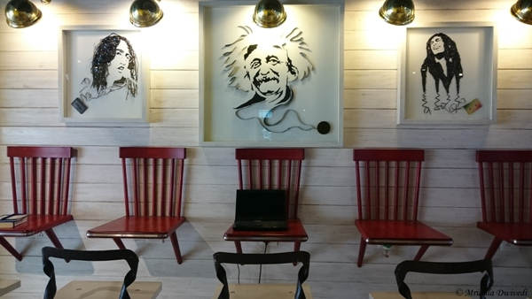The Decor, Re Cafe and Bar