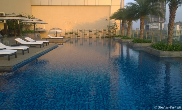 palladium-mumbai-swimming-pool