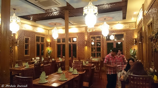 indoor-dining-whole-earth