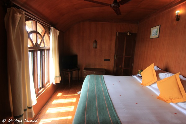 bedroom-kumarakom-lake-resort-houseboat