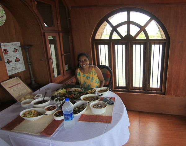 dining-area-kumarakom-lake-resort-houseboat
