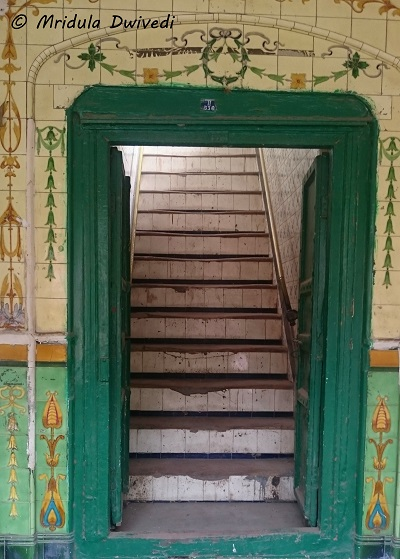 narrow-stairs-chandni-chowk