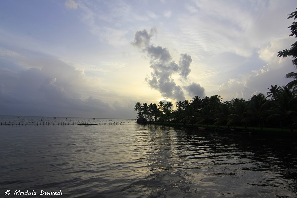 sunset-kumarakom-lake-resort