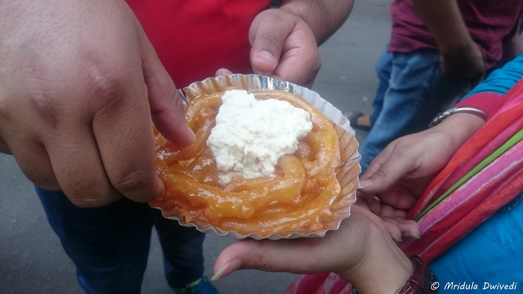 jalebi-with-rabri-food-old-delhi