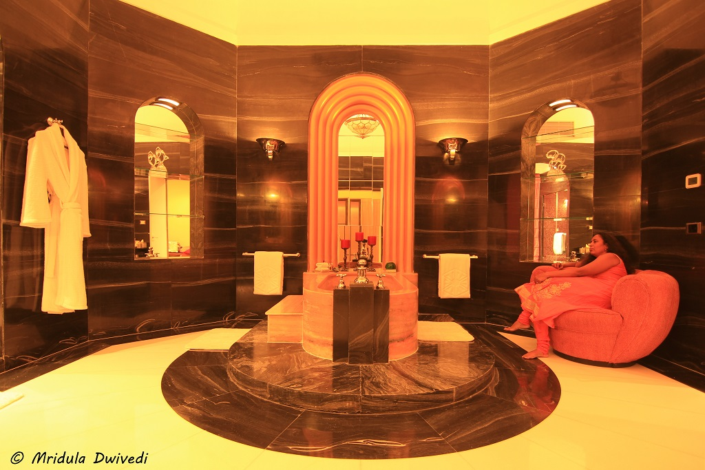 bathtub-maharani-suite-umaid-bhawan-palace
