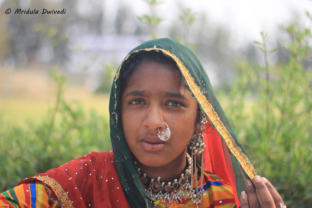 girl-little-rann-kutch