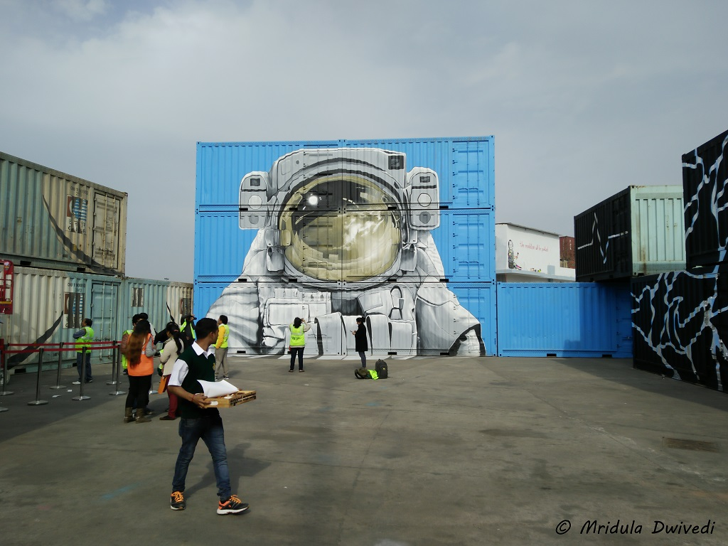 space-art-container