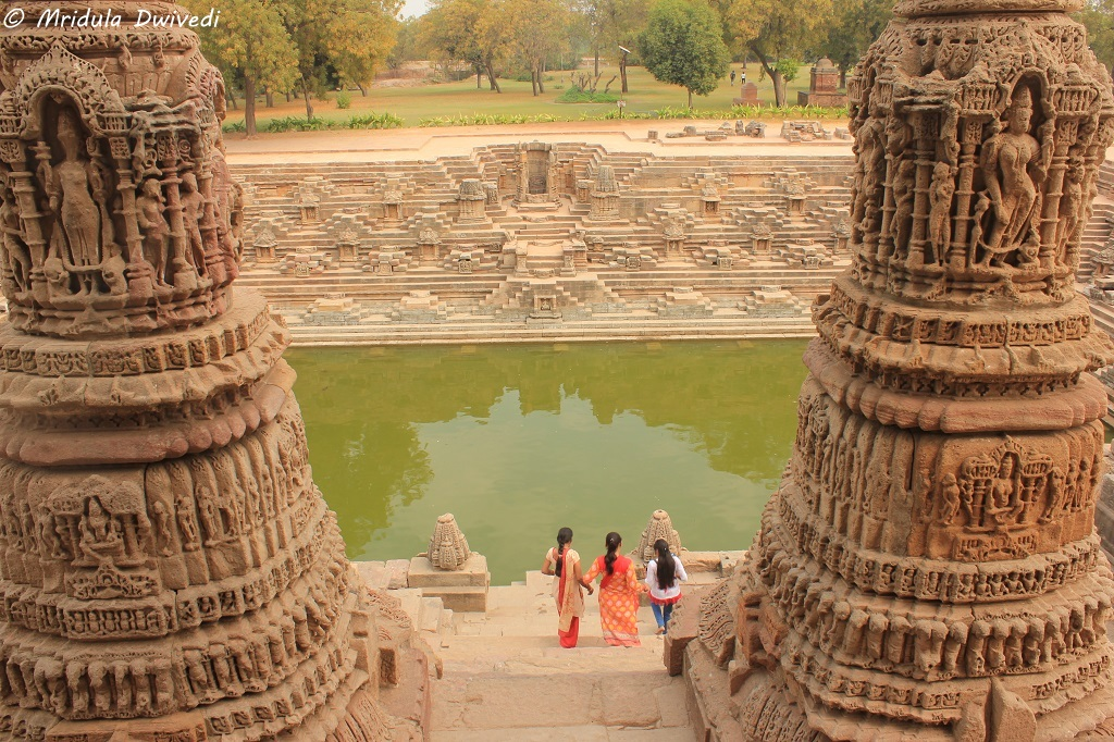 huge-pillars-sun-temple-modhera