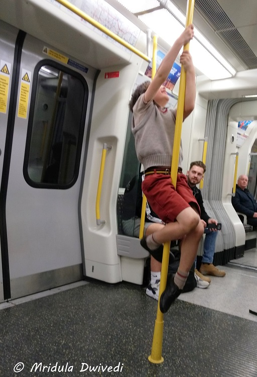 kid-pole-london-underground