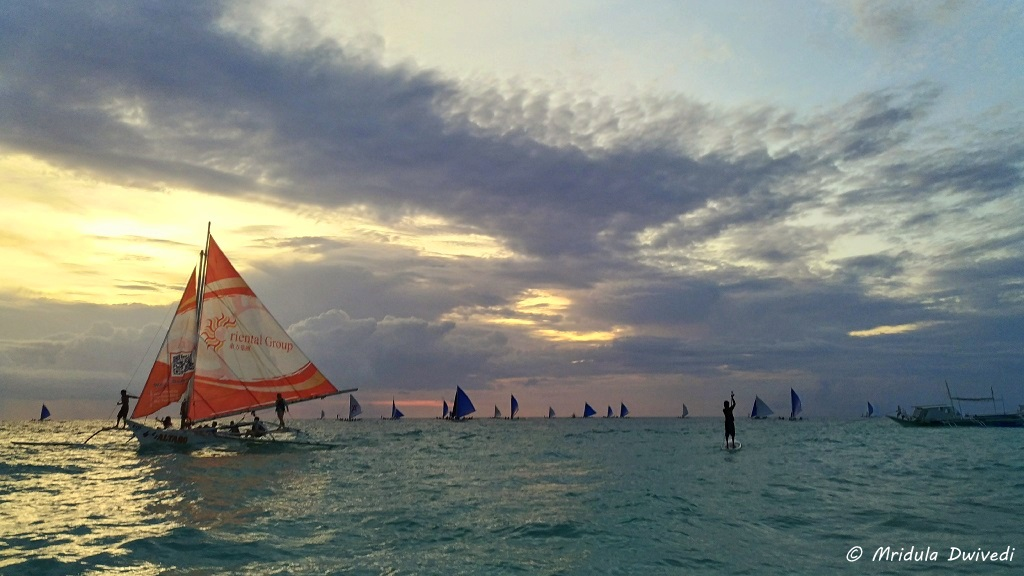 boracay-paraw-sailing-sunset