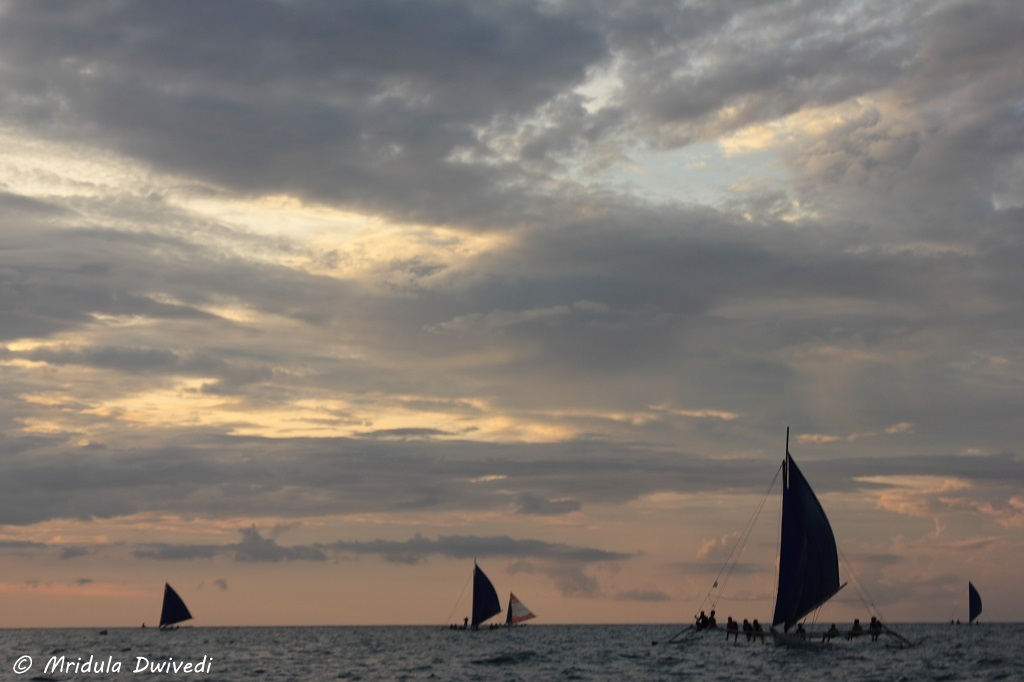 paraw-sailing-sunset-boracay