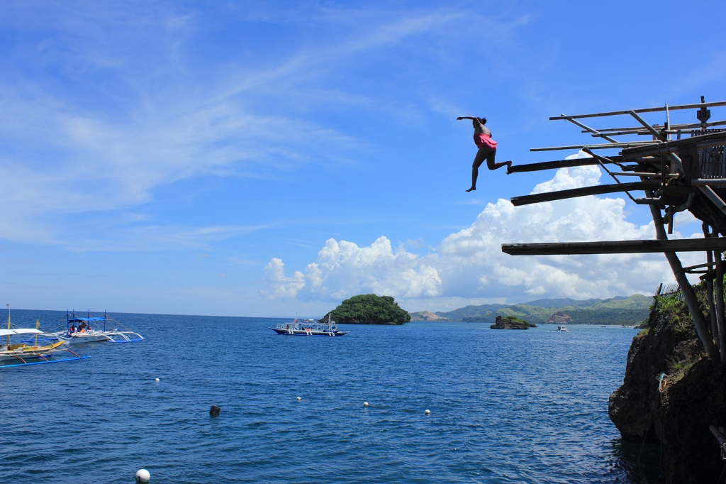 magic-island-cliff-jumping-boracay