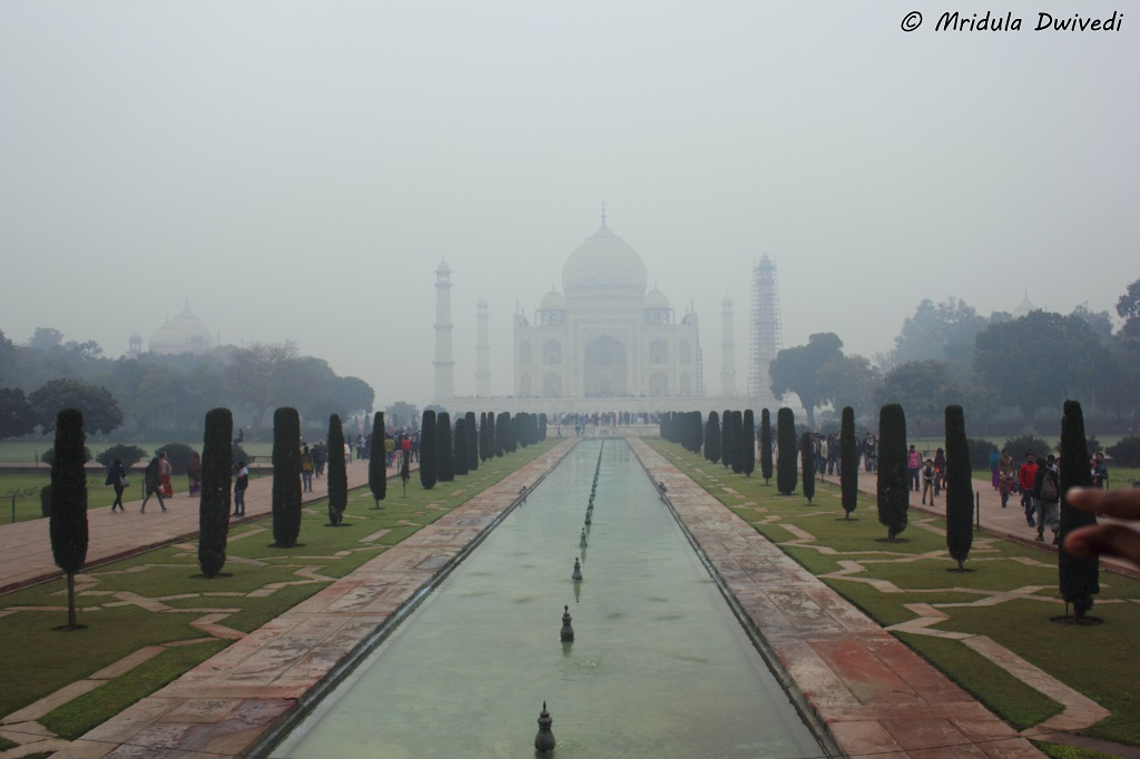 taj-mahal-foggy-day