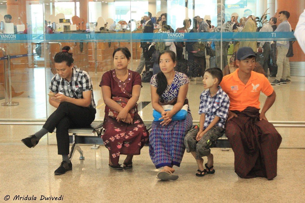 airport-women-yangon