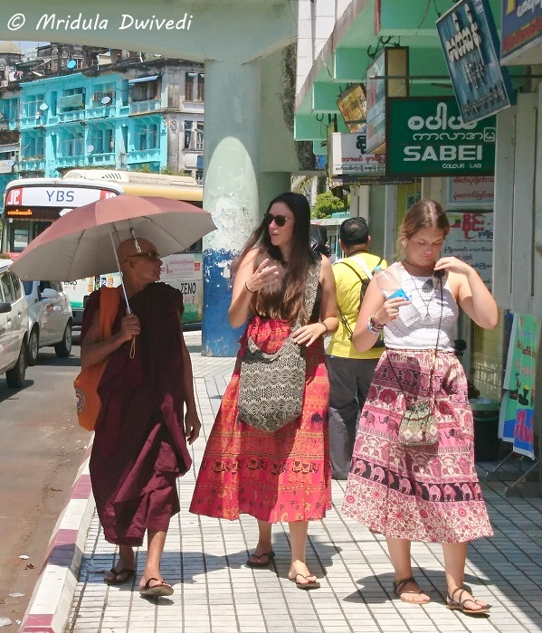 tourists-women-yangon