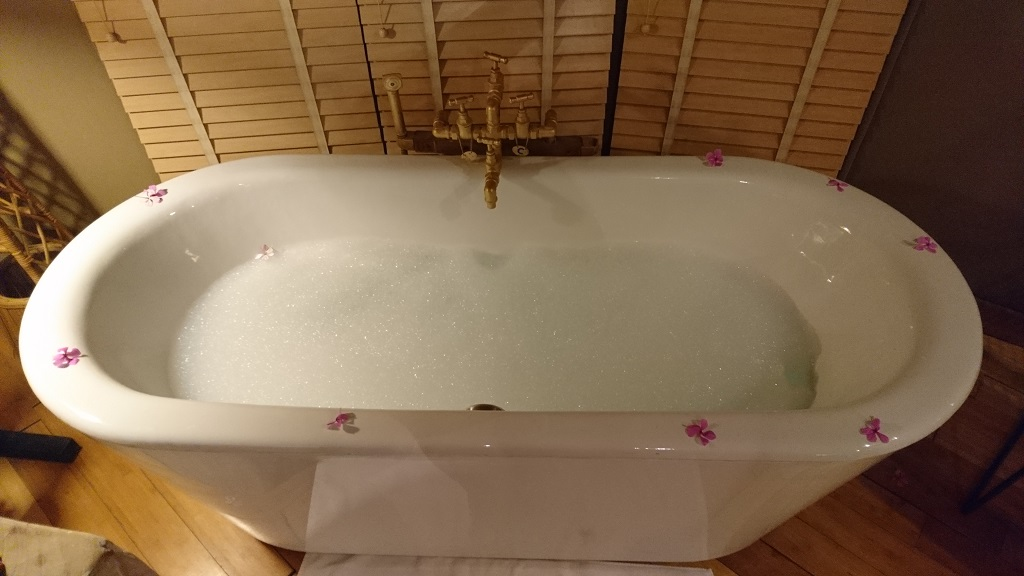 bath-tub-banjaar-tola