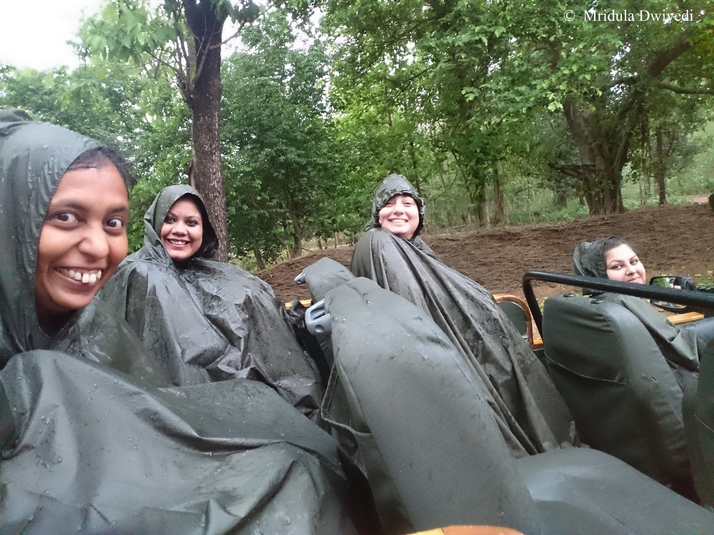 safari-rain-kanha