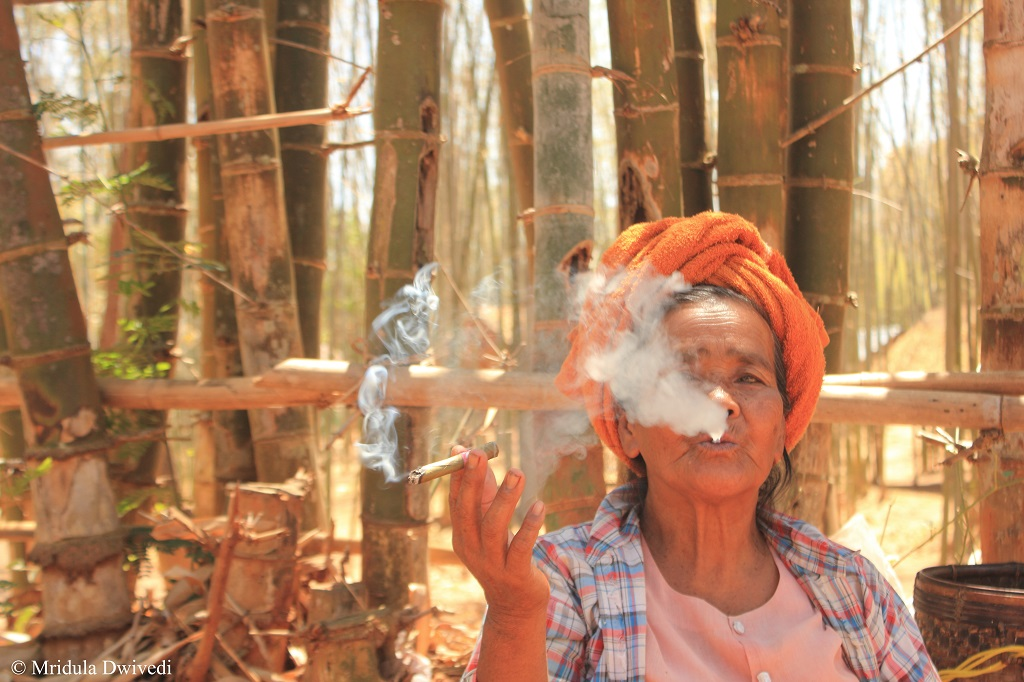 smoking-woman-inle-lake