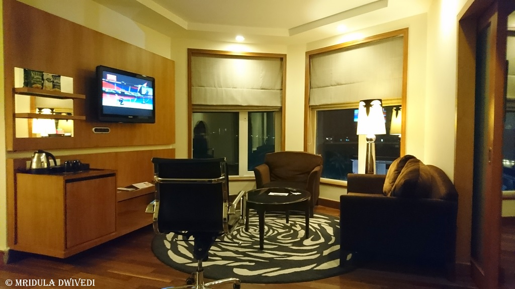 living-room-novotel-mumbai-juhu-beach