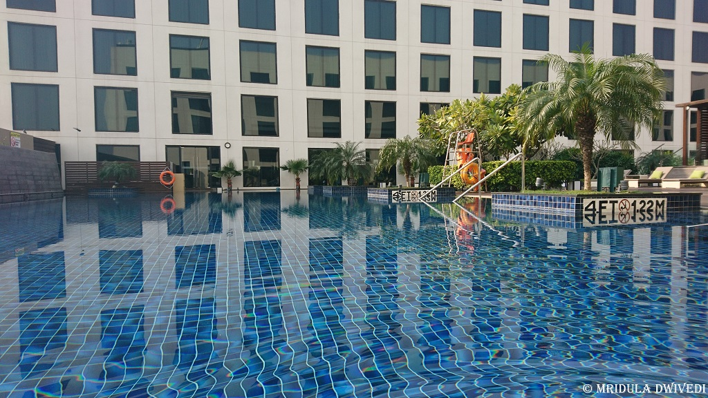 swimming-pool-pullman-aerocity