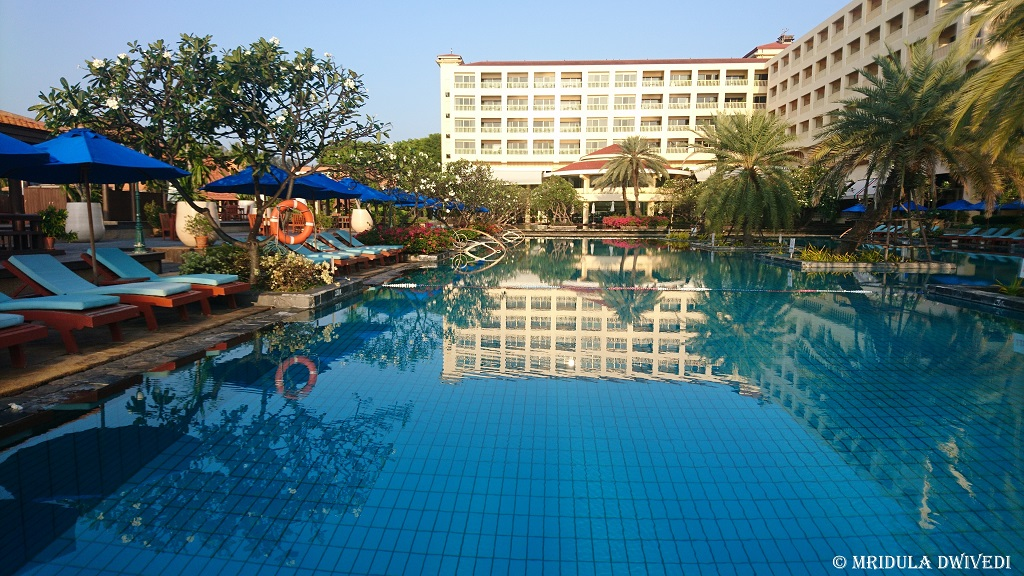 swimming-pool-dusit-thani-hua-hin