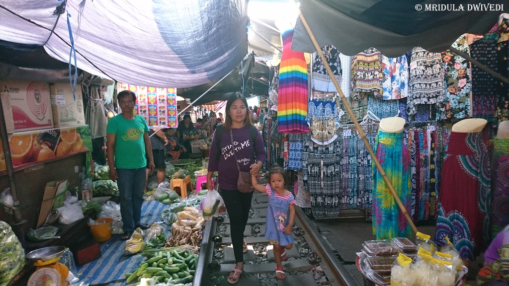 train-market-thailand