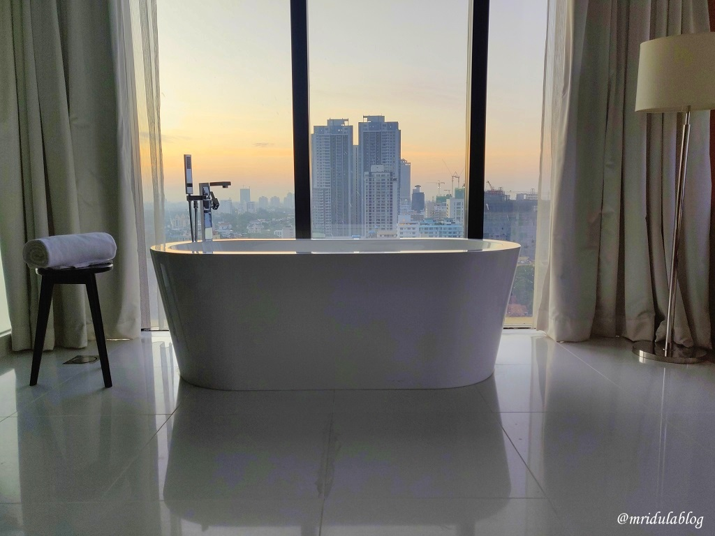 A bathtub in the junior suite of the Movenpick Hotel, Colombo